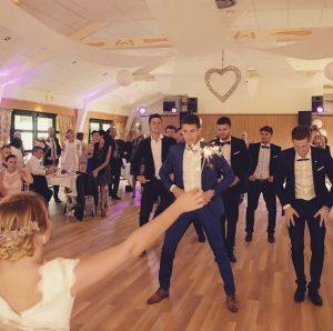 animation danse tous styles mariage 300x298 - Ouverture de bal