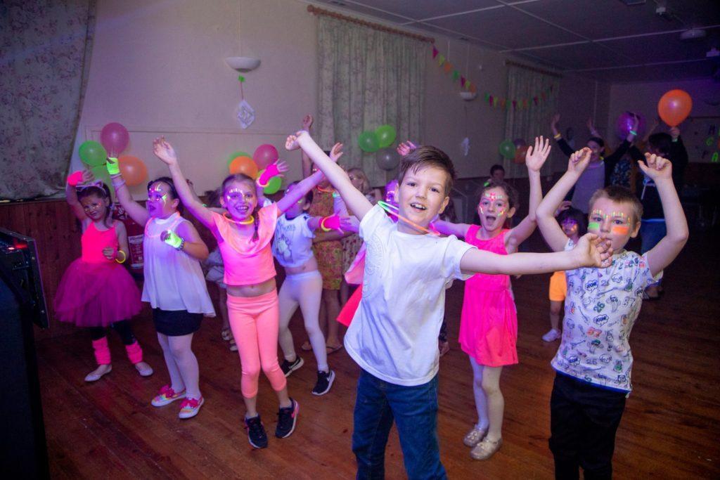 animation anniversaire enfant danse 1024x683 - Animation anniversaire enfant