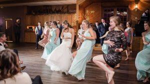 wedding dance 2 300x169 - Ouverture de bal