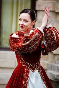 cours danse médiévale 200x300 - Cours de danse Médiévale